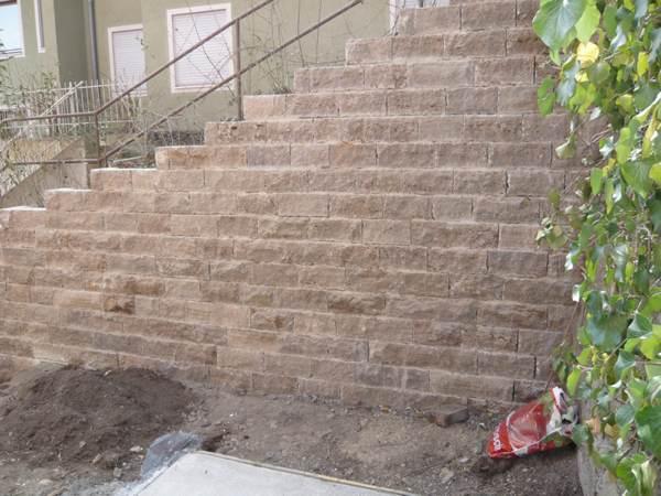 Historische Gartenstützmauer